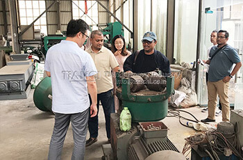 Malaysia customers come to our factory for business visit