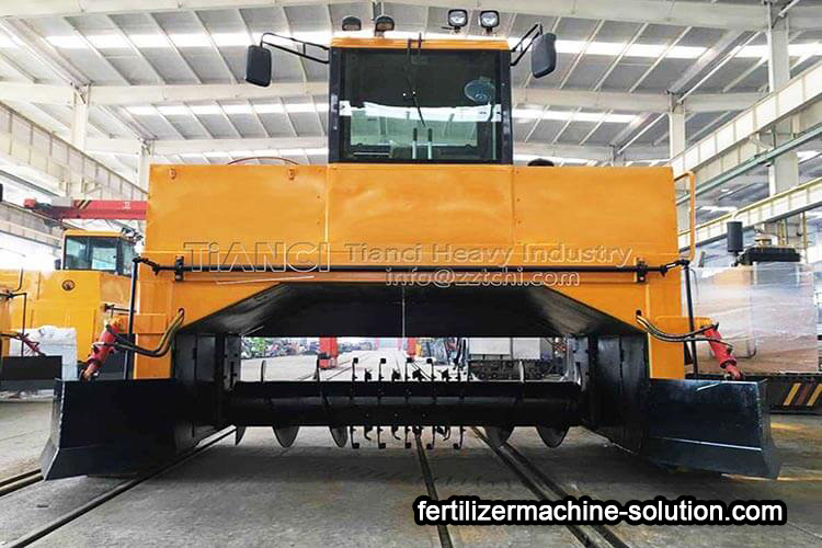 Reliable crawler compoat turning machine for organic fertilizer fermentation